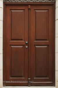 Daun Pintu Rumah Samping