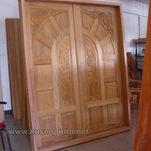Desain Ukiran Pintu Rumah Kupu Tarung
