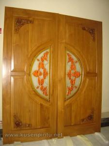Pintu Rumah dengan Model Pintu Grafik Bunga