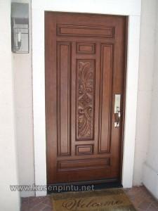 Pintu Rumah Dallisio Ukir Tengah